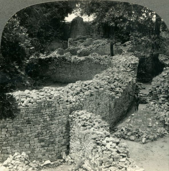 Great-Zimbabwe-Ruins-1930s-Print-Collector-Heritage-Getty.jpg